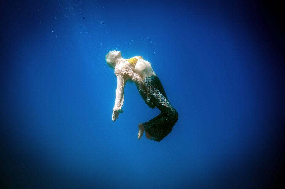 Laura Enever underwater